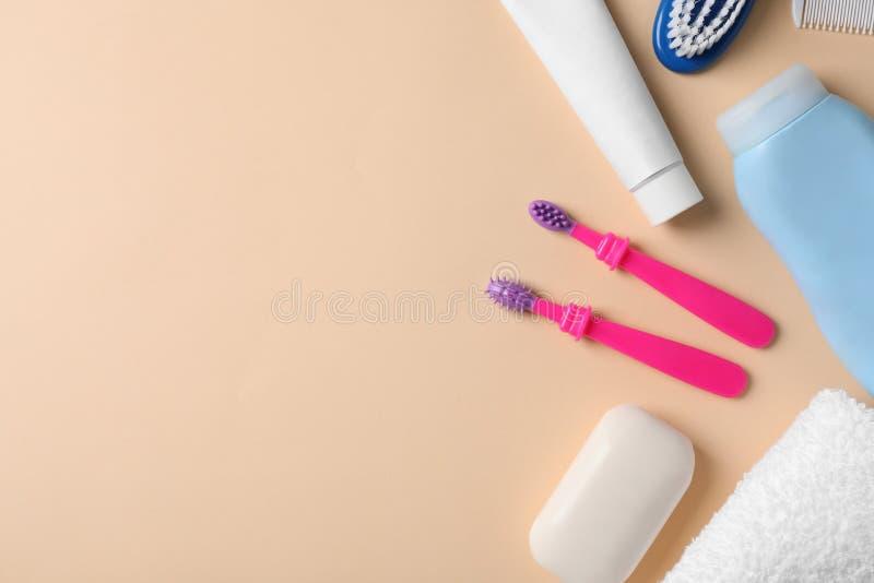 Mieszkanie nieatutowy skład z dzieci toothbrushes zdjęcie royalty free