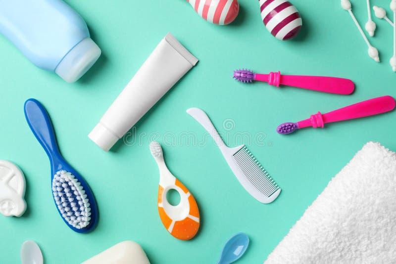 Mieszkanie nieatutowy skład z dzieci toothbrushes fotografia royalty free