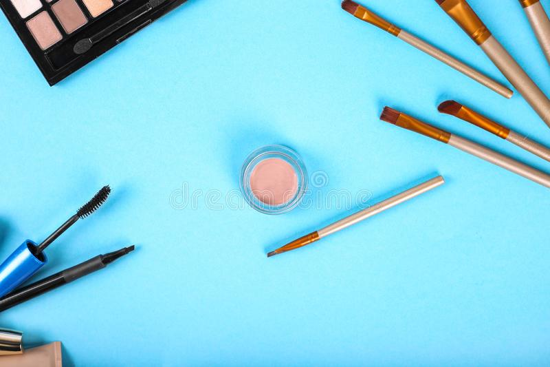 Mieszkanie nieatutowy sk?ad z makeup produktami obraz royalty free