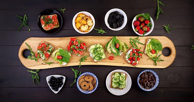 Mieszkanie nieatutowy zdrowy jarski obiadowego stołu położenie obraz royalty free
