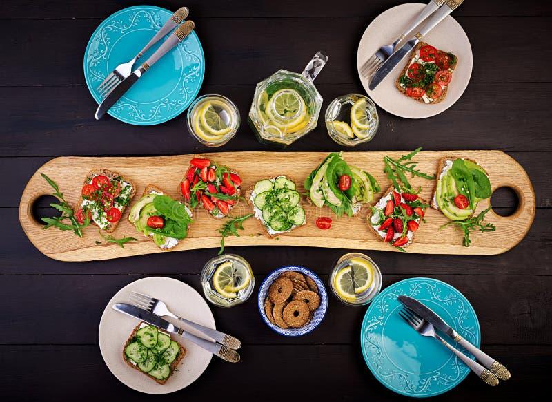 Mieszkanie nieatutowy zdrowy jarski obiadowego stołu położenie zdjęcie stock
