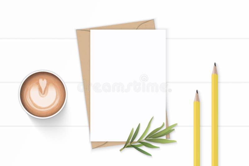 Mieszkanie odgórnego widoku składu listu Kraft papieru nieatutowi eleganccy biali kopertowi żółci ołówki estragonowy liść i kawa  royalty ilustracja
