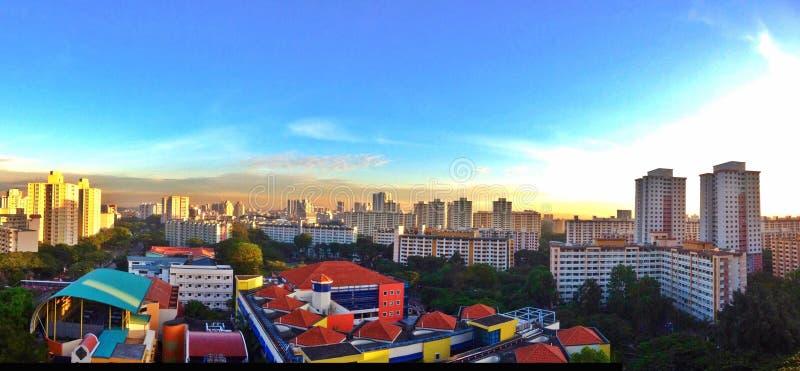 Mieszkanie państwowe i szkoła w Singapur obrazy stock