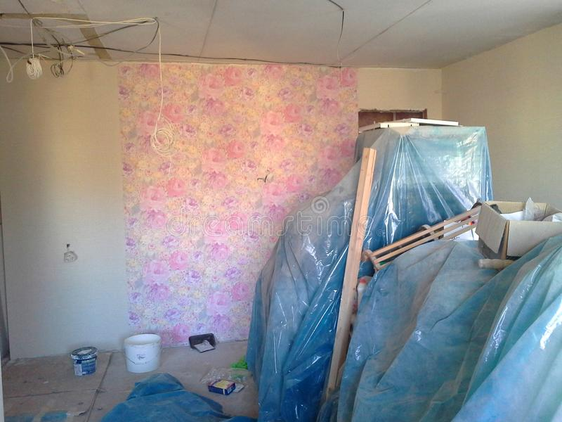 Mieszkanie podczas napraw, widoku pokój stary mieszkanie podczas odświeżania, przemodelowywać i budowy, obrazy royalty free