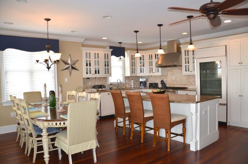 Mieszkanie własnościowe kuchnia i łomotać teren obrazy royalty free