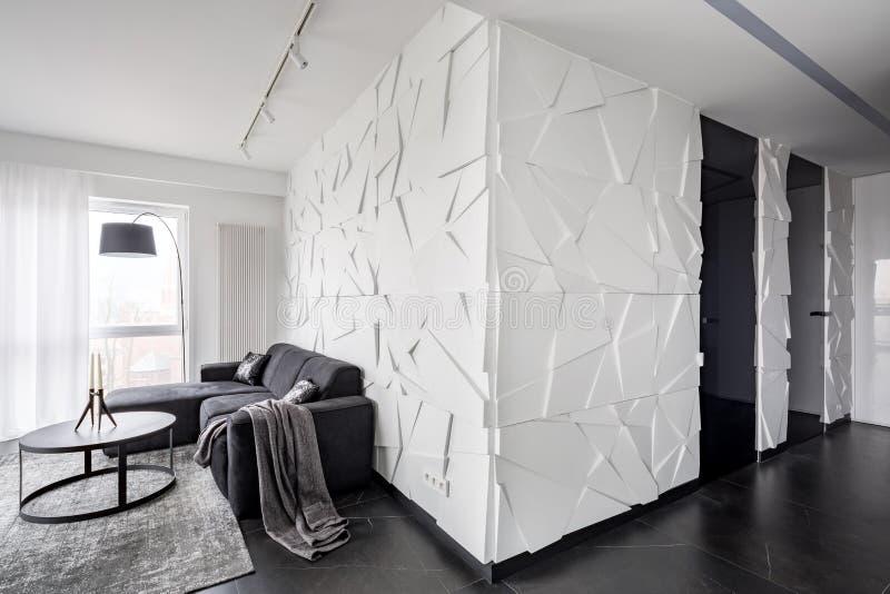Mieszkanie z biel textured ścianą zdjęcie royalty free