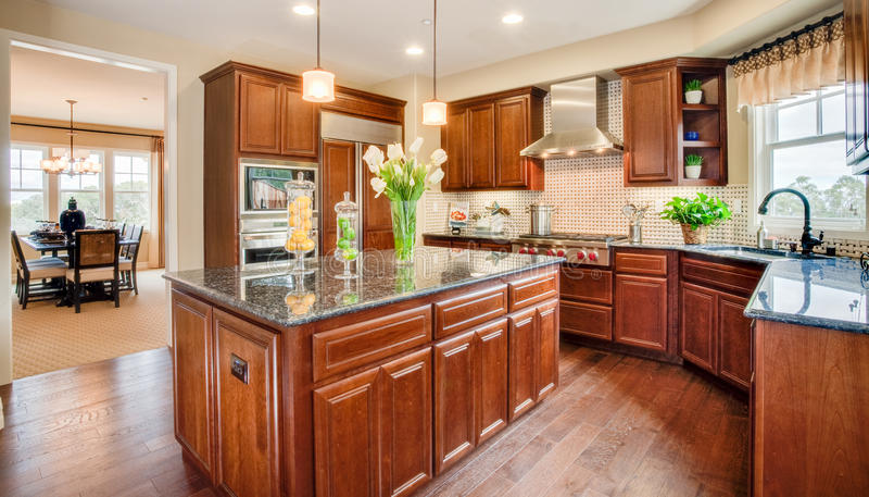 Mieszkaniowa Domowa kuchnia i jadalnia zdjęcia stock