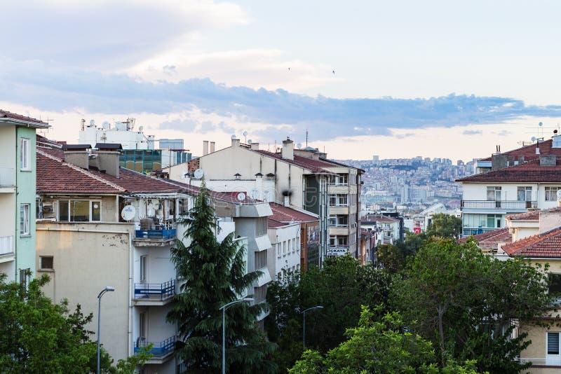 Mieszkaniowi domy w Ankara mieście w wieczór obrazy stock