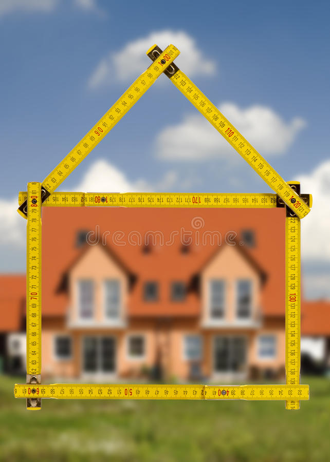 Mieszkaniowy dom w budowie dla sprzedaży obrazy royalty free