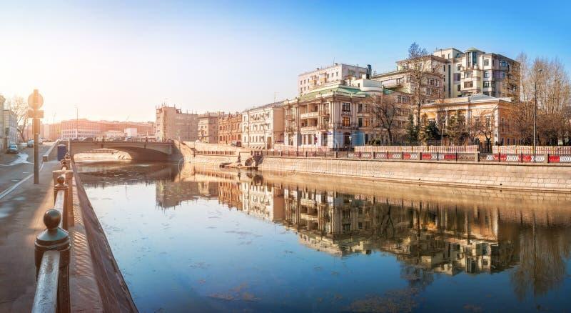 Mieszkaniowy elity kompleks na Ozerkovskaya bulwarze fotografia royalty free