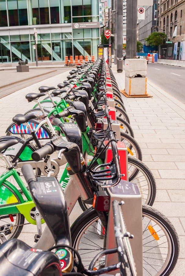 Mietfahrräder richteten an der Station in im Stadtzentrum gelegenem Montreal, Quebec, Kanada aus stockfoto