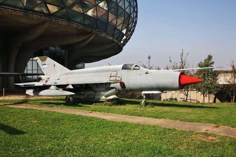 Mig-21 vechtersvliegtuigen in Belgrado servië stock afbeelding