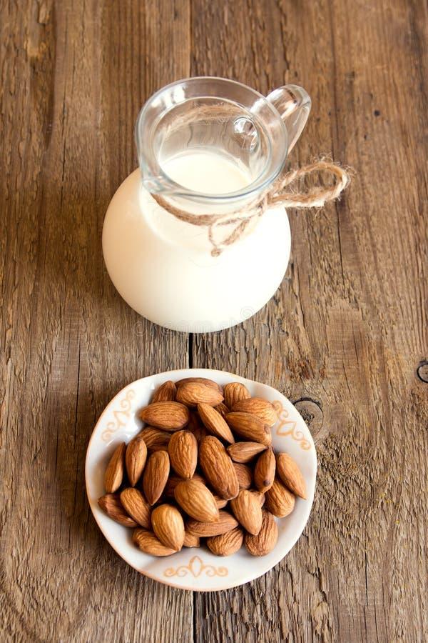 Migdału mleko obrazy stock
