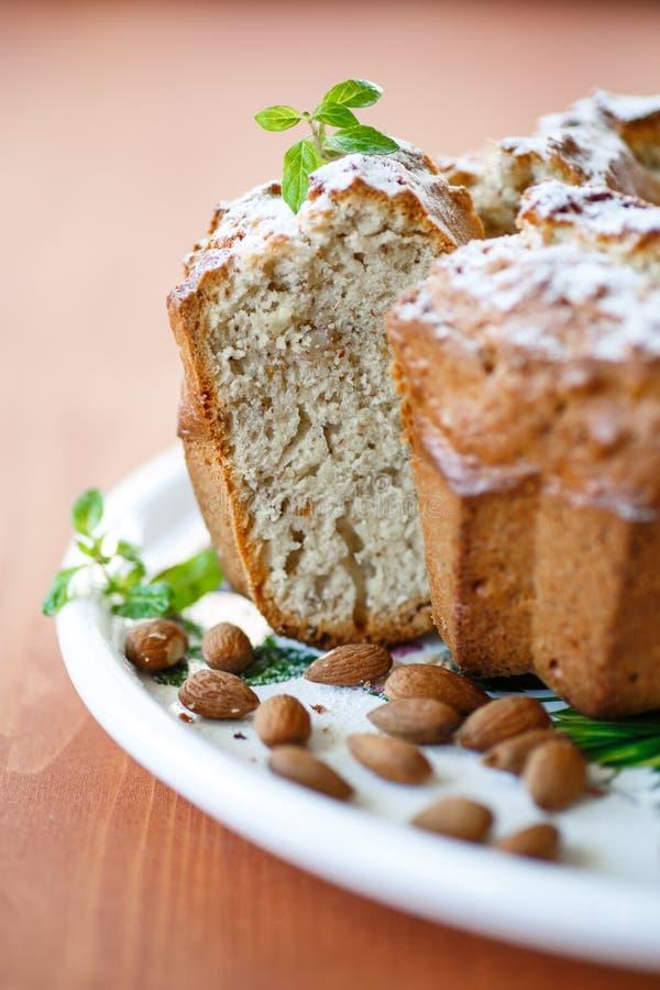 Download Migdału tort zdjęcie stock. Obraz złożonej z kawałek - 33499956