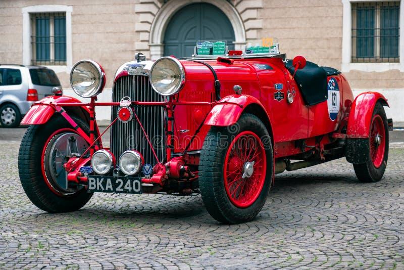 Miglia 1000 2017, Brescia - Italien Maj 17, 2017: Den historiska Mille Miglia biltävlingen Lagonda M45R år 1935 arkivbilder