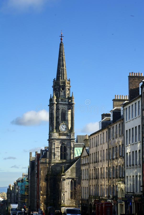 Miglio reale e la guglia sul hub in Città Vecchia a Edimburgo immagini stock