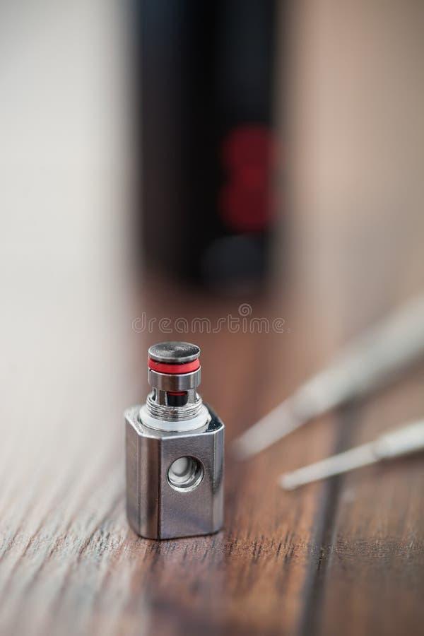 Miglioramento del vaporizzatore di e-cig con la bobina kanthal fotografie stock
