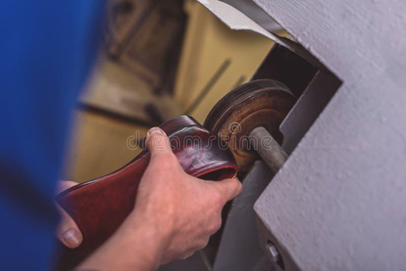 Miglioramento di un tallone della scarpa fotografia stock libera da diritti