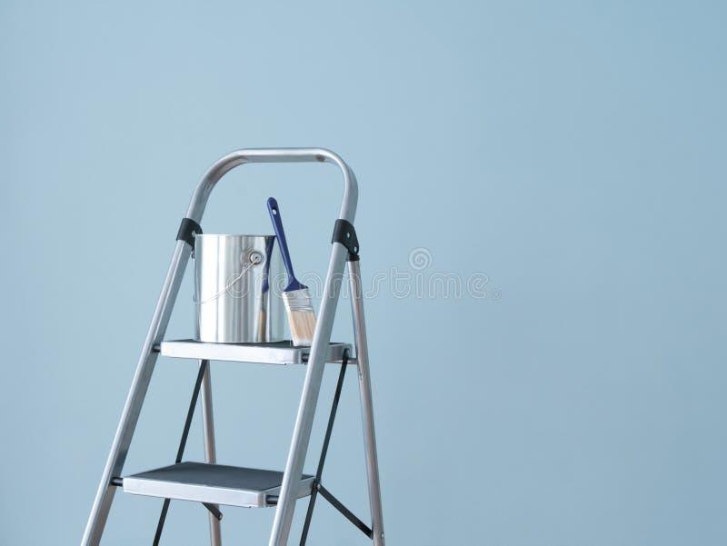 Miglioramento domestico. Preparazione verniciare la parete. fotografia stock libera da diritti