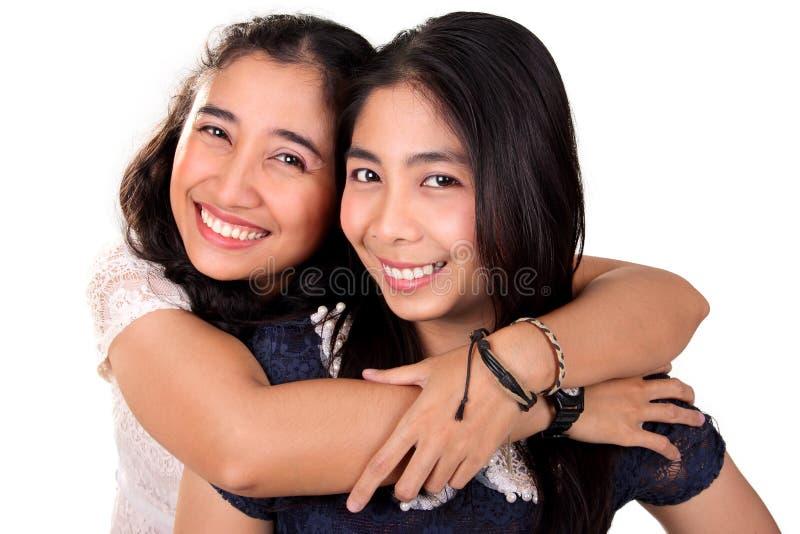 Migliori amici asiatici felici, sopra bianco fotografie stock libere da diritti