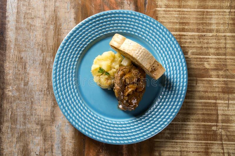 Mignon de filet avec les pommes de terre de sauté/boeuf de bifteck avec la FRU de passion images libres de droits