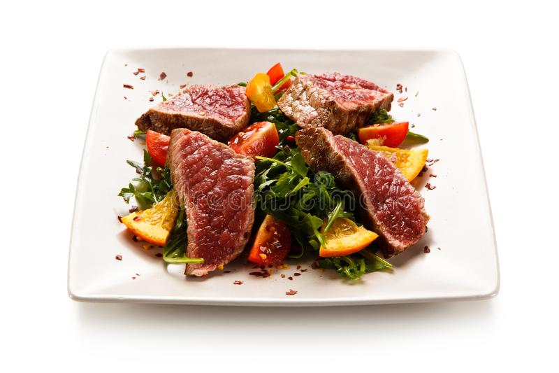Mignon de filet - bifteks grillés avec des légumes photographie stock