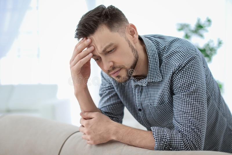 migreny mężczyzna cierpienie fotografia royalty free