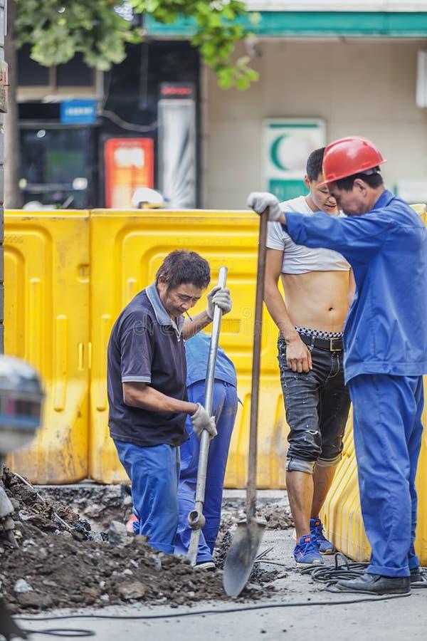 Migrerende werknemers het werken stock afbeelding