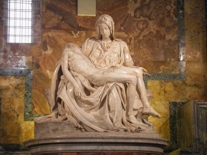 Miguel Ángel - estatua de mármol del Pieta foto de archivo