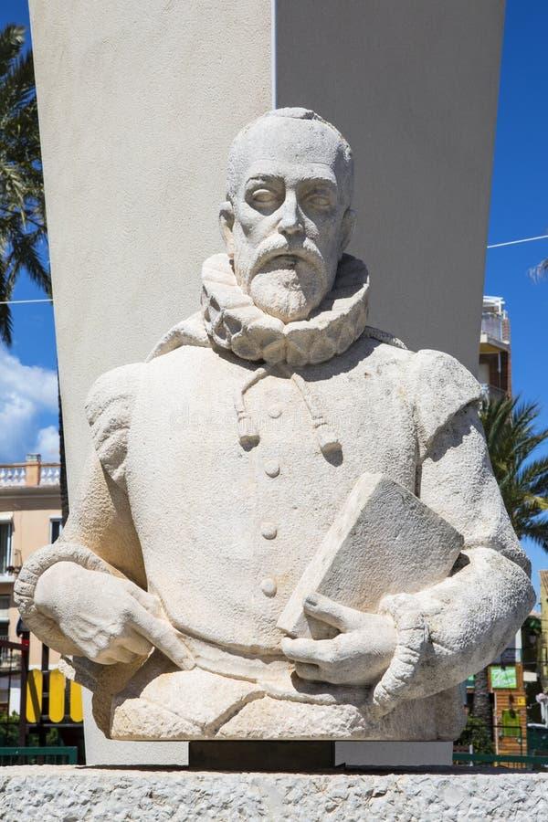 Miguel de Θερβάντες Sculpture σε Denia στοκ εικόνα