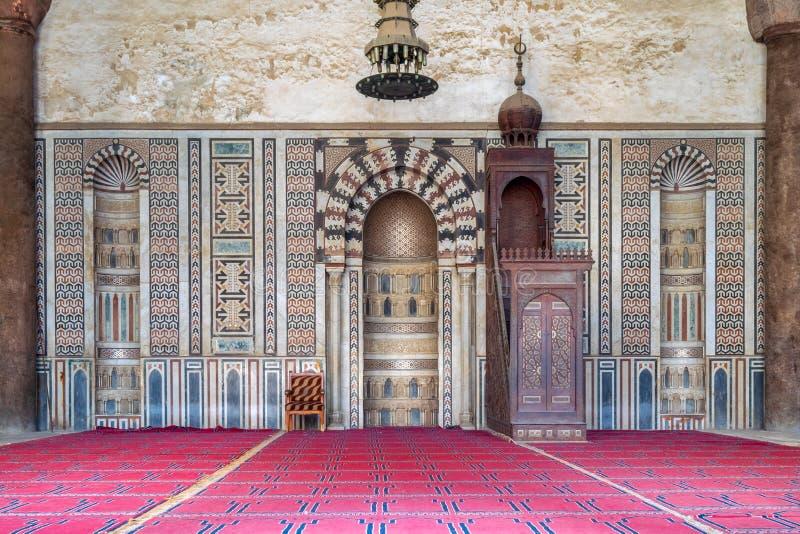 Mihrab θέση και ξύλινη πλατφόρμα Minbar στο μουσουλμανικό τέμενος του Al Nasir Μωάμεθ Ibn Qalawun, ακρόπολη του Καίρου, Αίγυπτος στοκ φωτογραφία με δικαίωμα ελεύθερης χρήσης