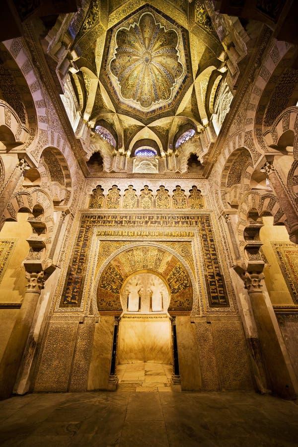 Mihrab e teto de Mezquita em Córdova fotografia de stock