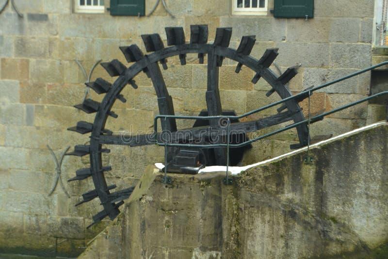 Miil-Rad einer Wassermühle stockfotos