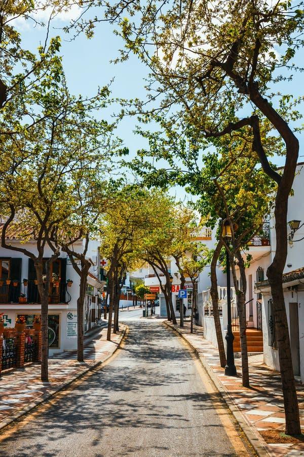 Mijas är en charmig vit by i Andalusia med vita hus, Spanien royaltyfria foton