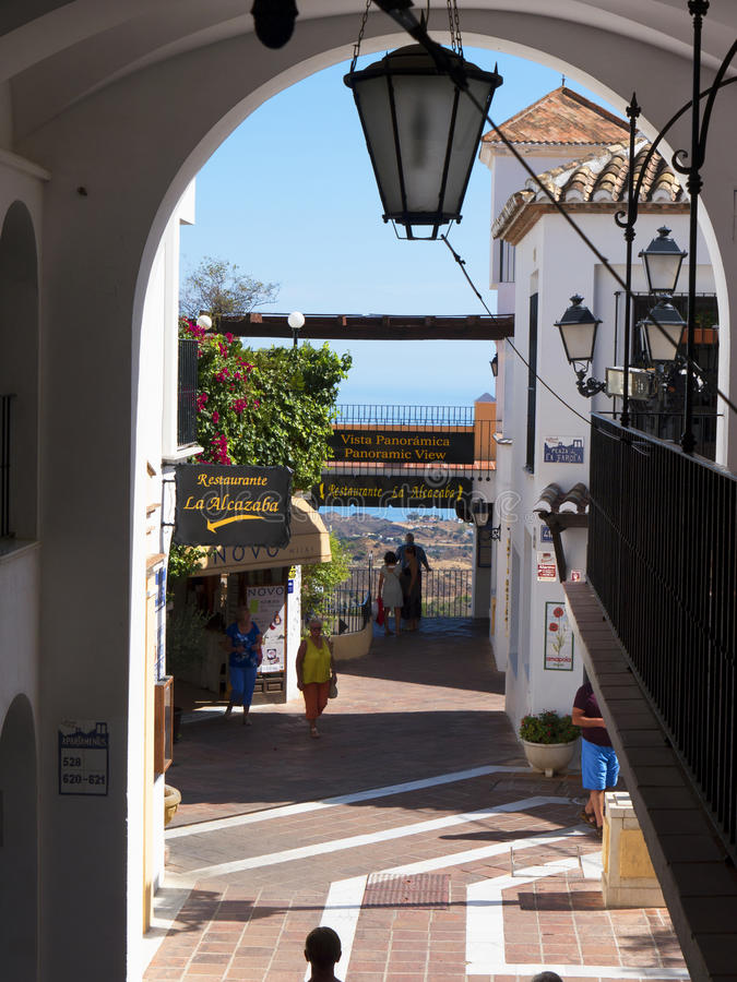 Mijas é uma das vilas 'brancas' as mais bonitas da área do sul da Espanha chamada Andalucia fotos de stock royalty free