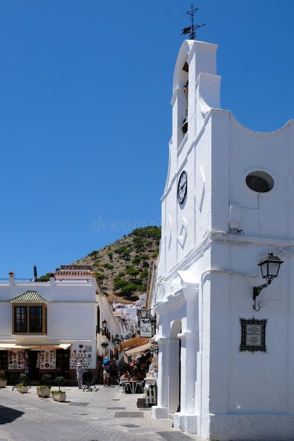MIJAS, ANDALUCIA/SPAIN - LIPIEC 3: Typowa Uliczna kawiarnia w Mijas obraz royalty free