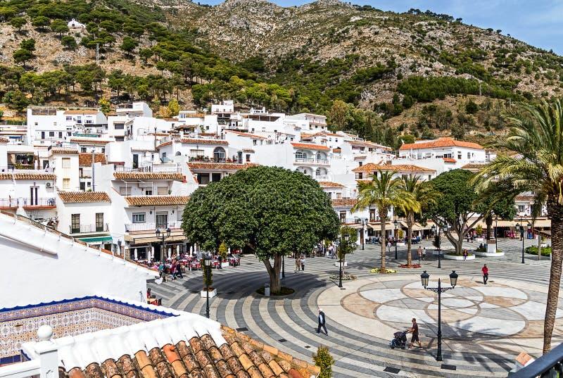 Mijas, a vila branca encantador de Costa del Sol, Andalucia, Espanha A plaza Virgen de la Pena, o quadrado principal na cidade fotos de stock