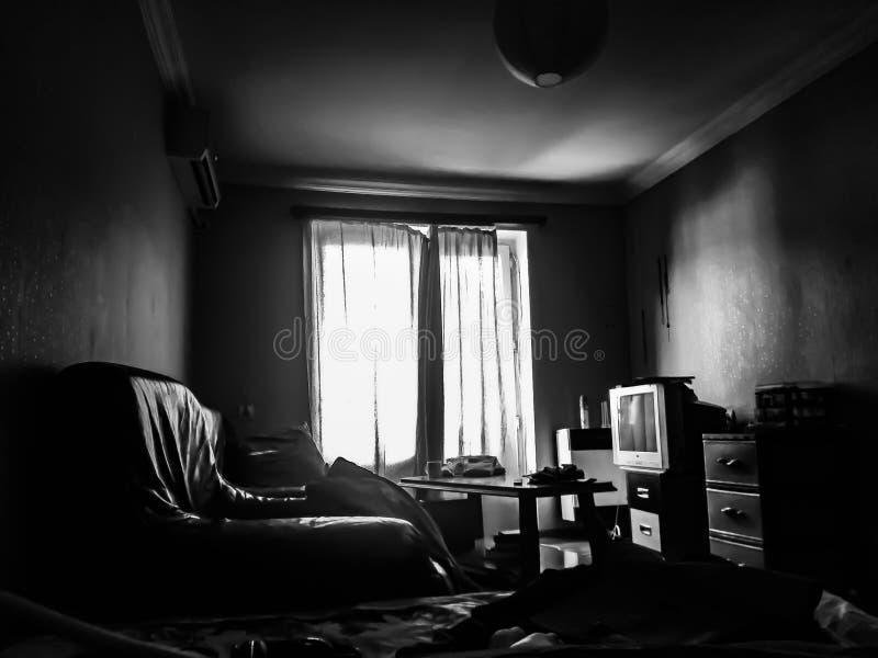 Mijn donkere woonkamer stock afbeelding