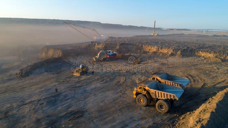 Mijnbouwvrachtwagen stock afbeelding