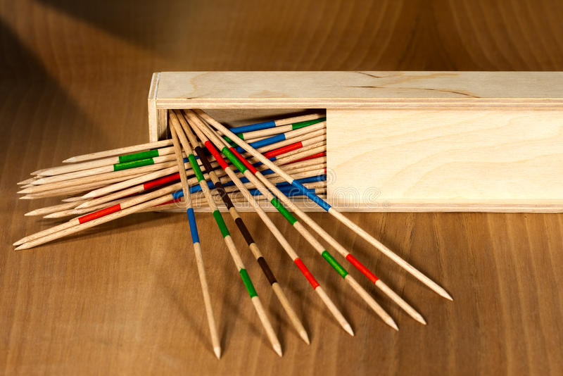 Mikado - ξύλινα ραβδιά και κιβώτιο στοκ εικόνες