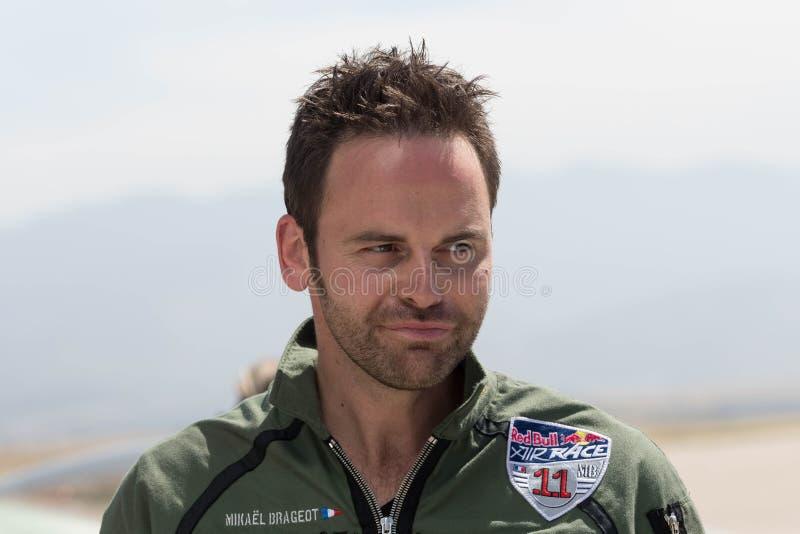Mikael Brageot во время красного гоночного полета Bull стоковая фотография