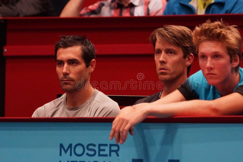 Mikael Tillstrom (entraîneur de Gael Monfils) et Gaetan Olivier (physio- de Gael Monfils) images libres de droits