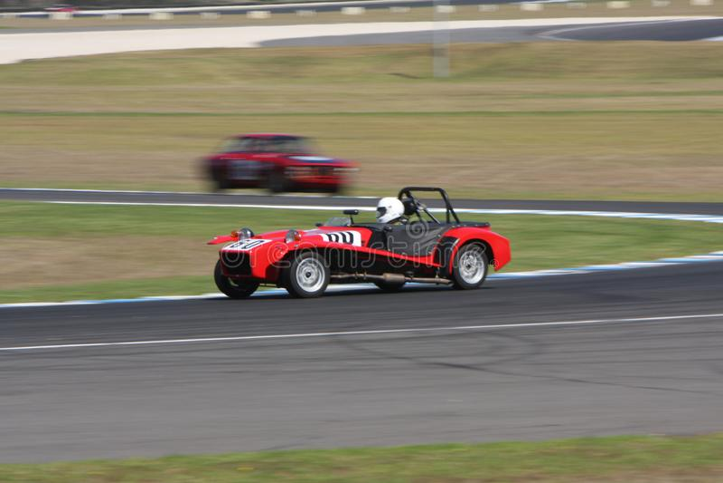 Mike Byrne rent zijn Lotus Seven S4 stock foto's