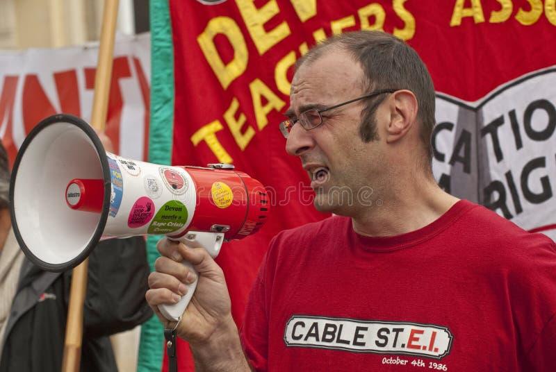 Mike Gurney, der in Exeter-Kathedrale spricht lizenzfreie stockfotografie