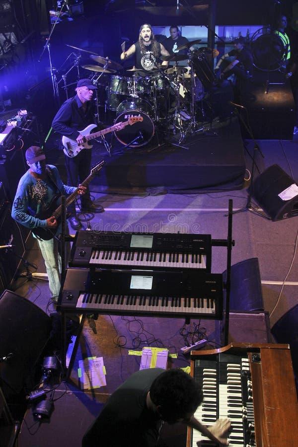 Mike Portnoy, Billy Sheehan, Tony MacAlpine y Derek Sherinian en concierto imagen de archivo