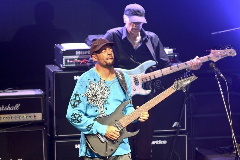 Mike Portnoy, Billy Sheehan, Tony MacAlpine y Derek Sherinian en concierto imagenes de archivo