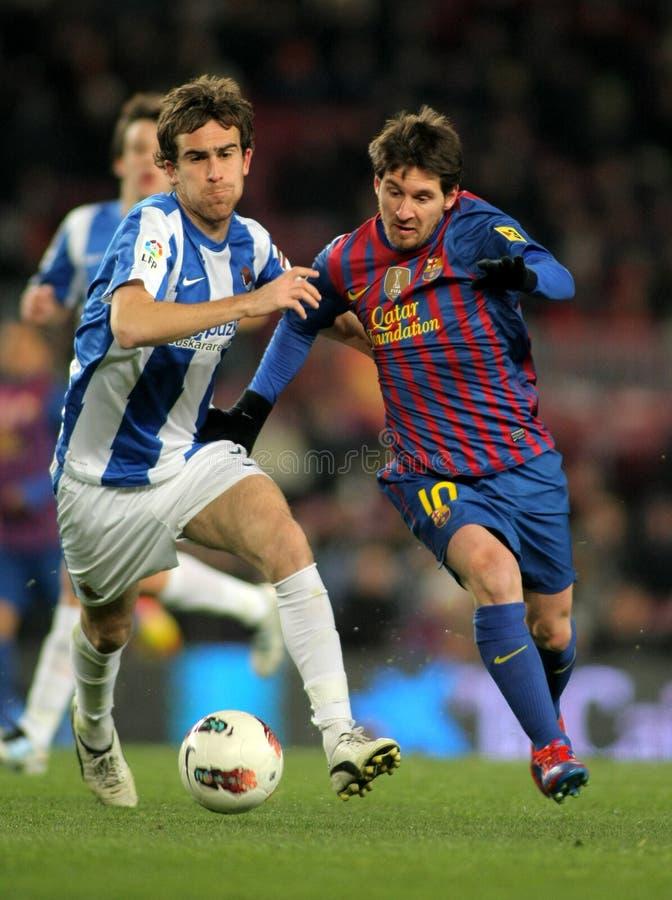 Mikel González compite con Leo Messi imagen de archivo