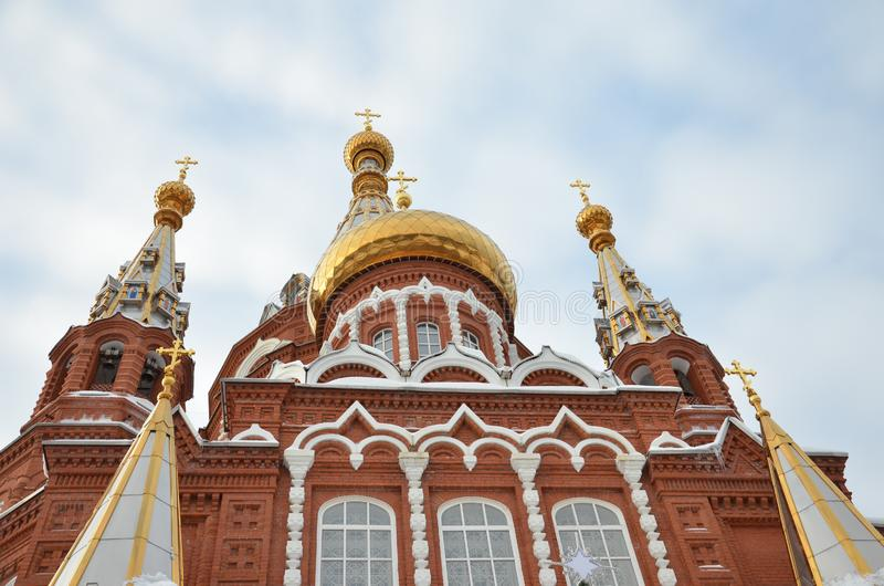 Mikhailovsky domkyrka i en liten rysk stad arkivbilder