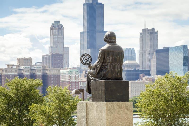 Mikolaj Kopernik восхищая панораму Чикаго стоковое фото rf