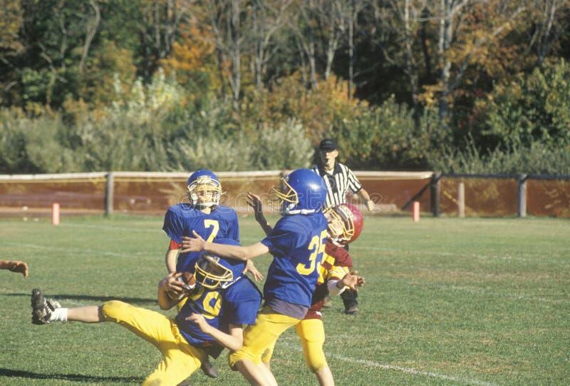 Mikro-Ligafußballspieler, gealtert 8 bis 11 während des Spiels, Plainfield, CT stockbild